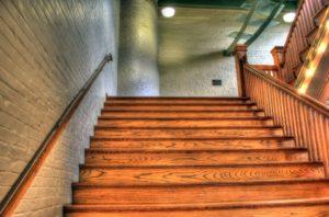 Zabiegi pielęgnacyjne dla schodów