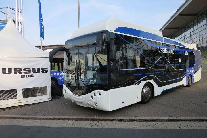 Po co możesz wynająć busa?