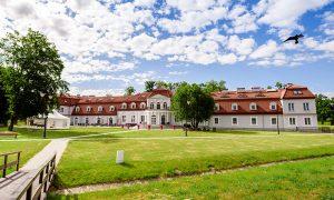 Pałace w Polsce które warto odwiedzić podczas wakacji