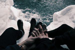 Jakie kremy do rąk warto mieć na zimę?