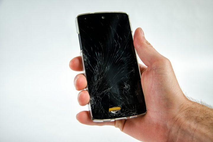 Czy warto naprawiać telefon na własną rękę?
