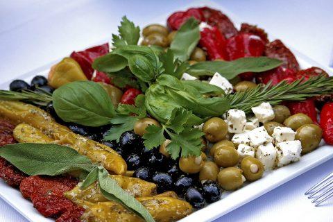Chrzciny – obiad w restauracji czy catering, co wybrać?