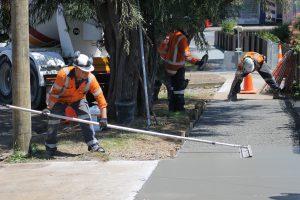 Beton z gruszki czy samodzielna produkcja mieszanki betonowej?